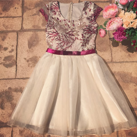 Rochie tull cu funda si flori Cute crem-bordo