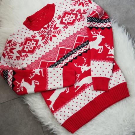 Pulover tricotat cu motive de iarna