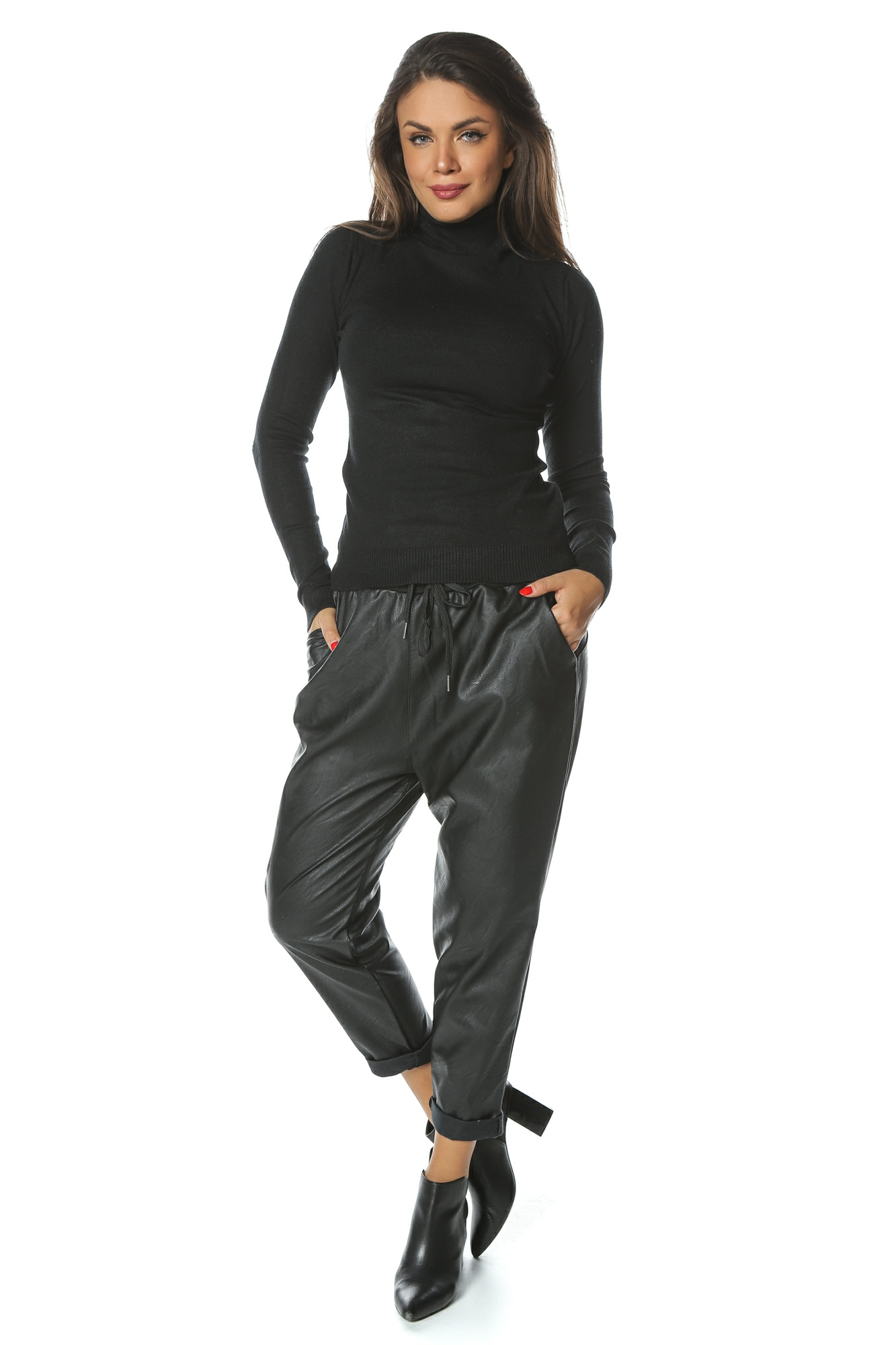 Pantaloni din piele ecologica